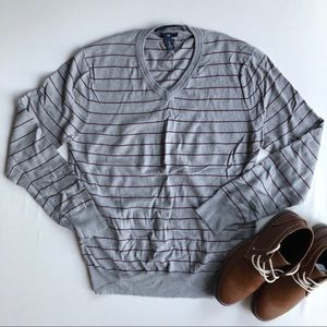 ⭐️GAP men's v neck striped sweater